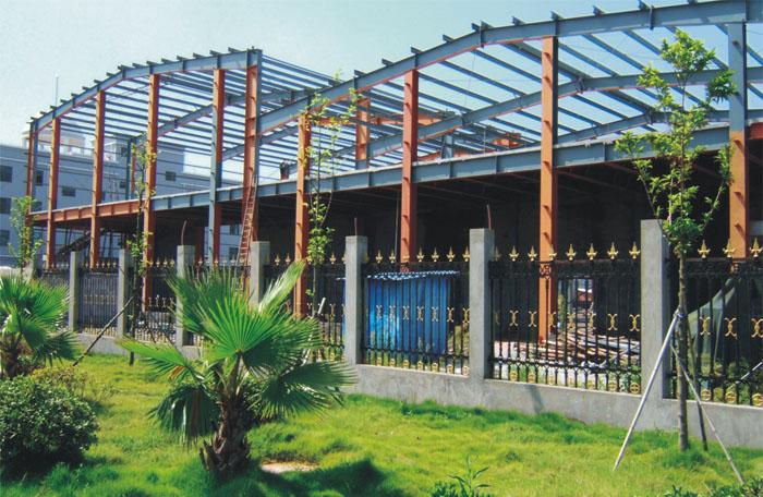 多层钢结构一般为纯框架或者框撑结构,框撑结构即钢框架+钢支撑的结构